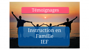 Portrait de famille pratiquant l'instruction en famille