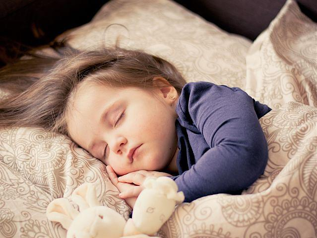 Favoriser le sommeil de son enfant grâce au Yoga